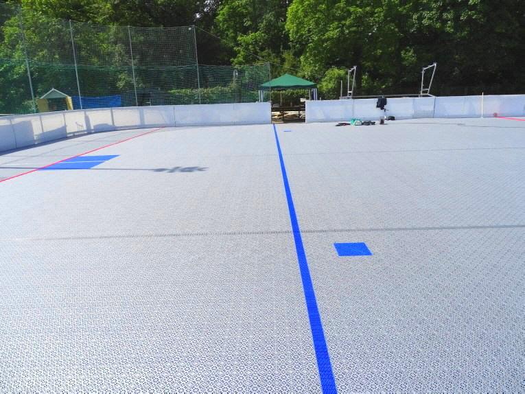Inlinehockey Sportboden mit blauer Abseitslinie DJK Huskies