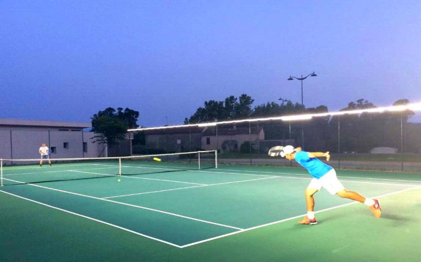 Tennis Einzelplatz-Lösung zur Befestigung an der Längsseite der vorhandenen Zaun-Einfassung, geeignet für den Freizeit- und Trainingsbetrieb,  sowie Wettbewerbe